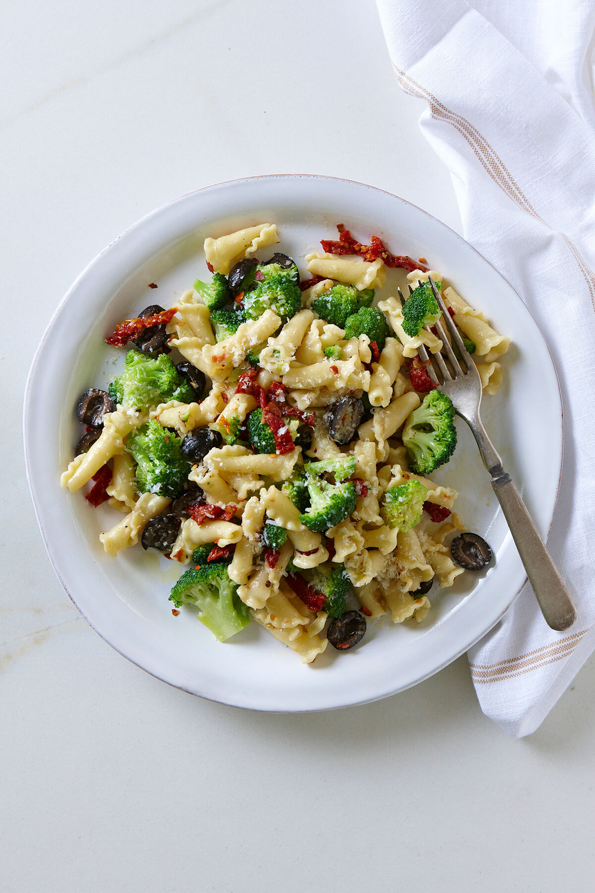 Pasta with Broccoli, Sun-dried Tomatoes, and Olives