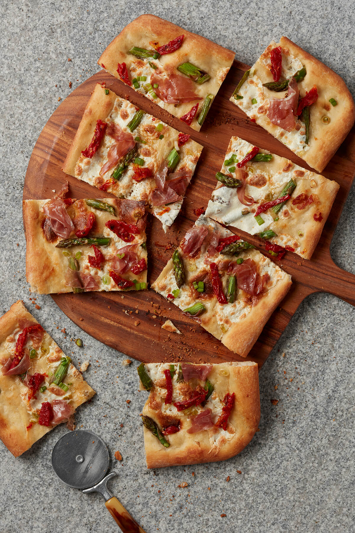 Pizza with Asparagus and Prosciutto