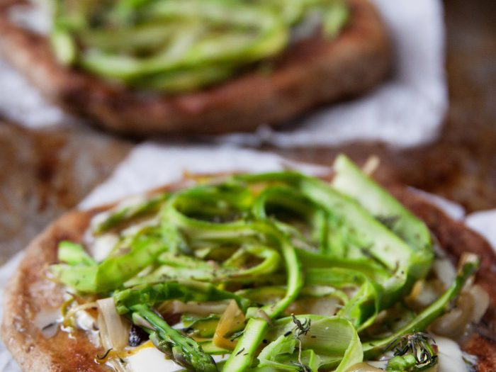 Asparagus and Leek Pizza with Mozzarella Cheese