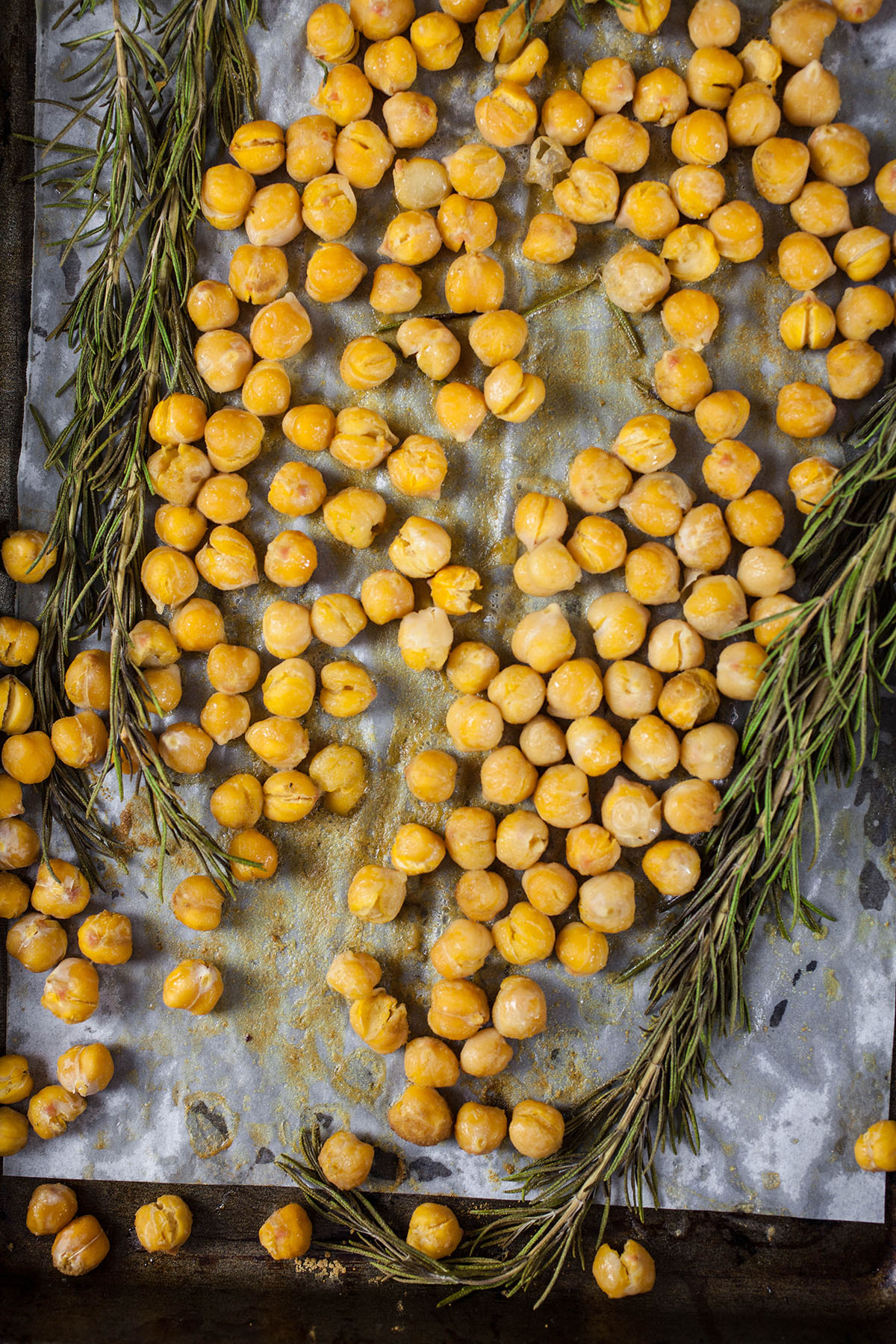 Crispy Roasted Chickpeas with Rosemary