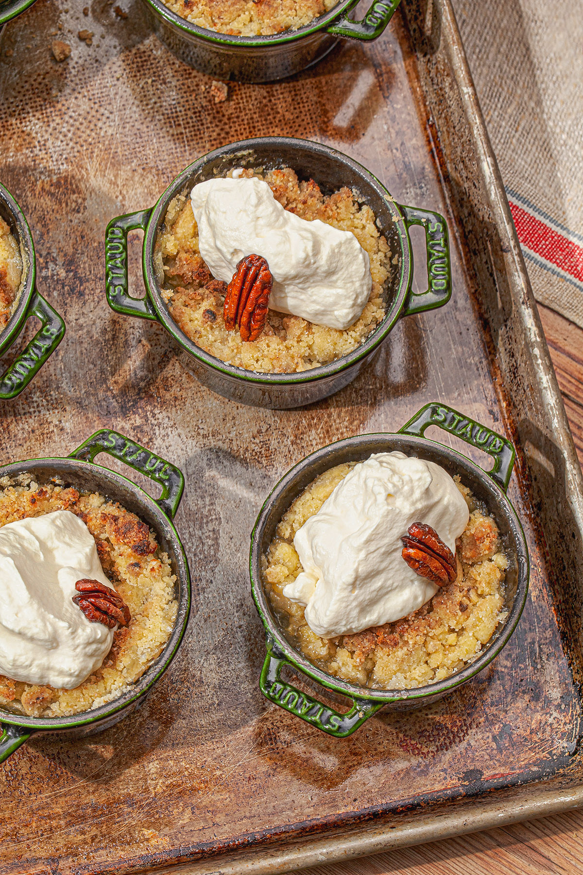 individual apple pie crumbles